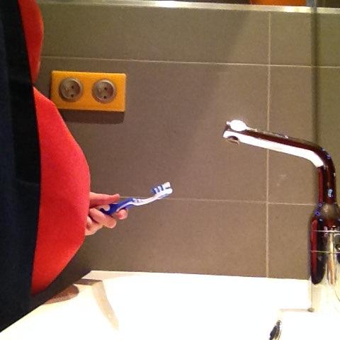 tanden poetsen met de zwangerschapsvest